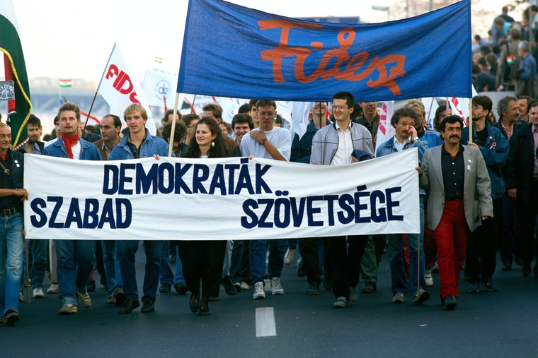 People marching holding Fidesz flags and banners