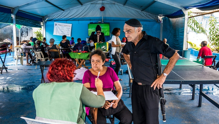 An outdoor community center run by Operação Braços Abertos