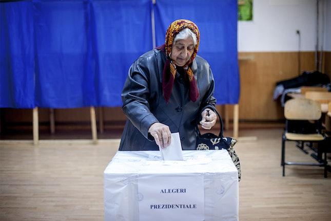 Older woman votes