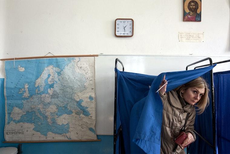 Woman votes
